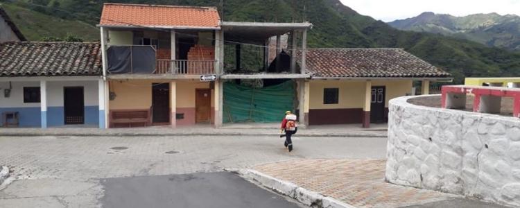 GRACIAS A CUERPOS DE BOMBEROS SE REALIZAN LAS FUMIGACIONES PERIÓDICAS EN NUESTRA PARROQUIA.